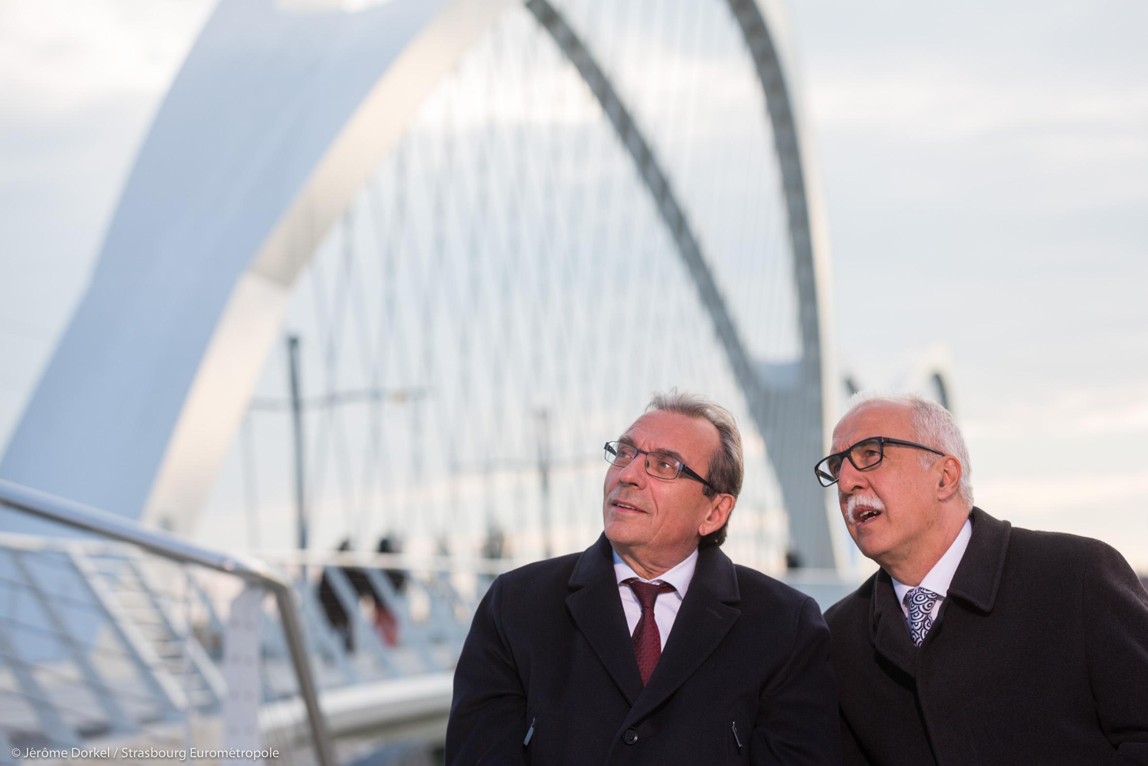 Roland Ries, Maire de Strasbourg, et Toni Vetrano, Maire de Kehl devant le nouveau pont Beatus Rhenanus © Jérôme Dorkel / Eurométropole