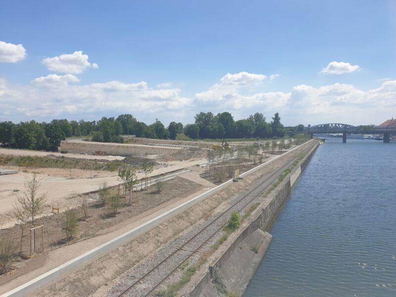 La future promenade des quais du quartier Starlette se devine depuis le pont André Bord © SPL Deux-Rives