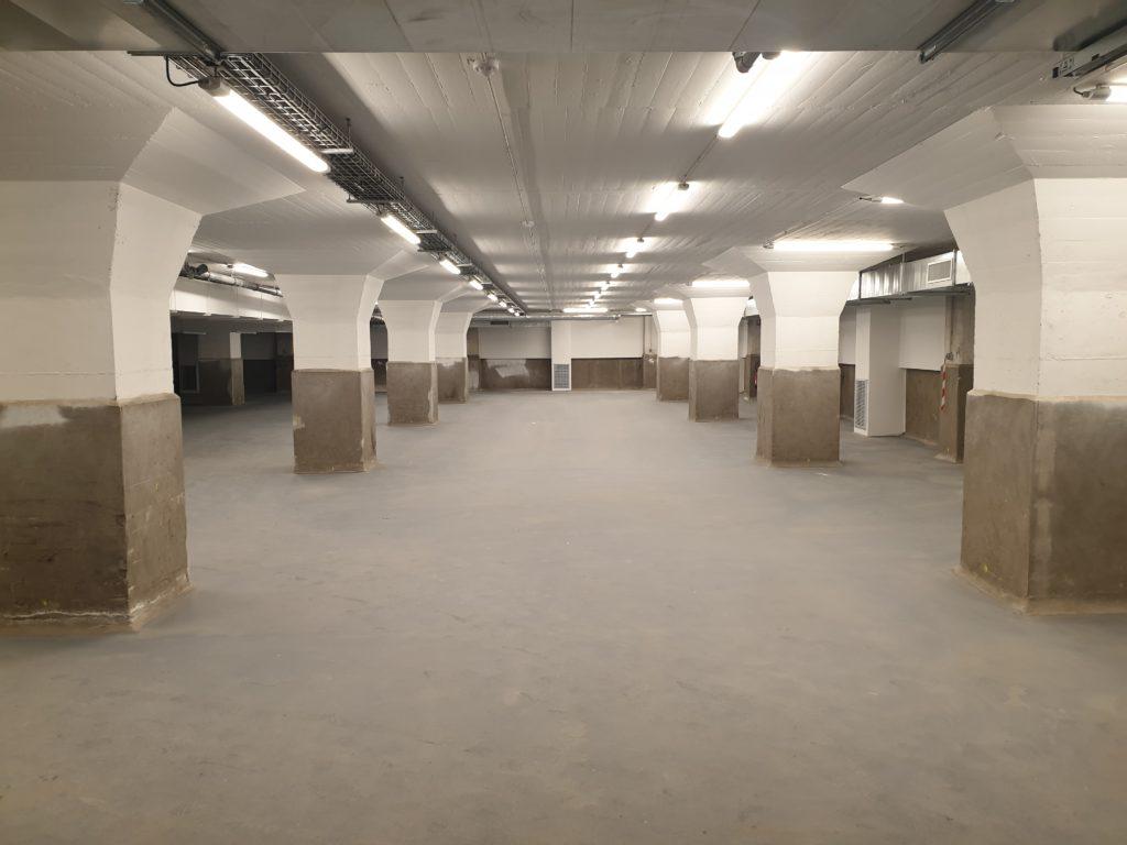 Espace de stockage du sous-sol. On y trouvera les collections lapidaires © SPL Deux-Rives