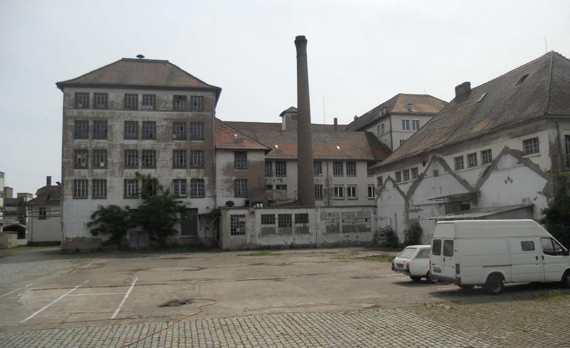 Le bâtiment de l'Administration et sa partie Boulangerie avant restauration. Crédits photo : Arnaud Duboys Fresney