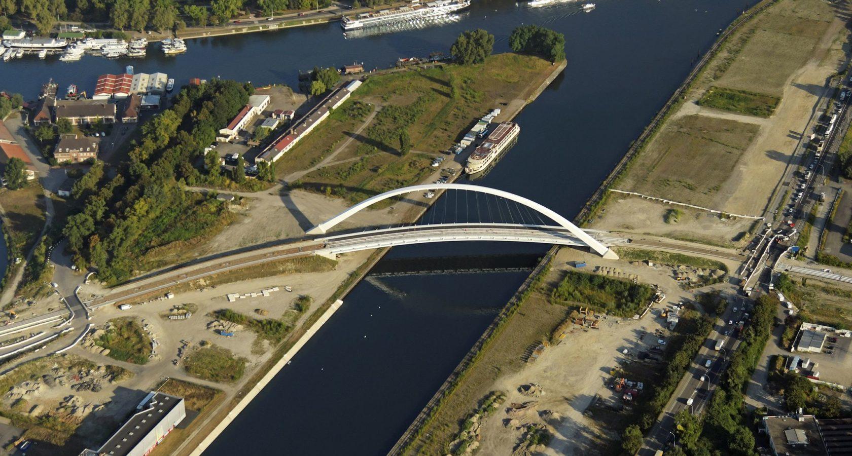 Vue aérienne du pont André Bord dans le quartier Citadelle. Crédits photo Jean Isenmann, ADEUS