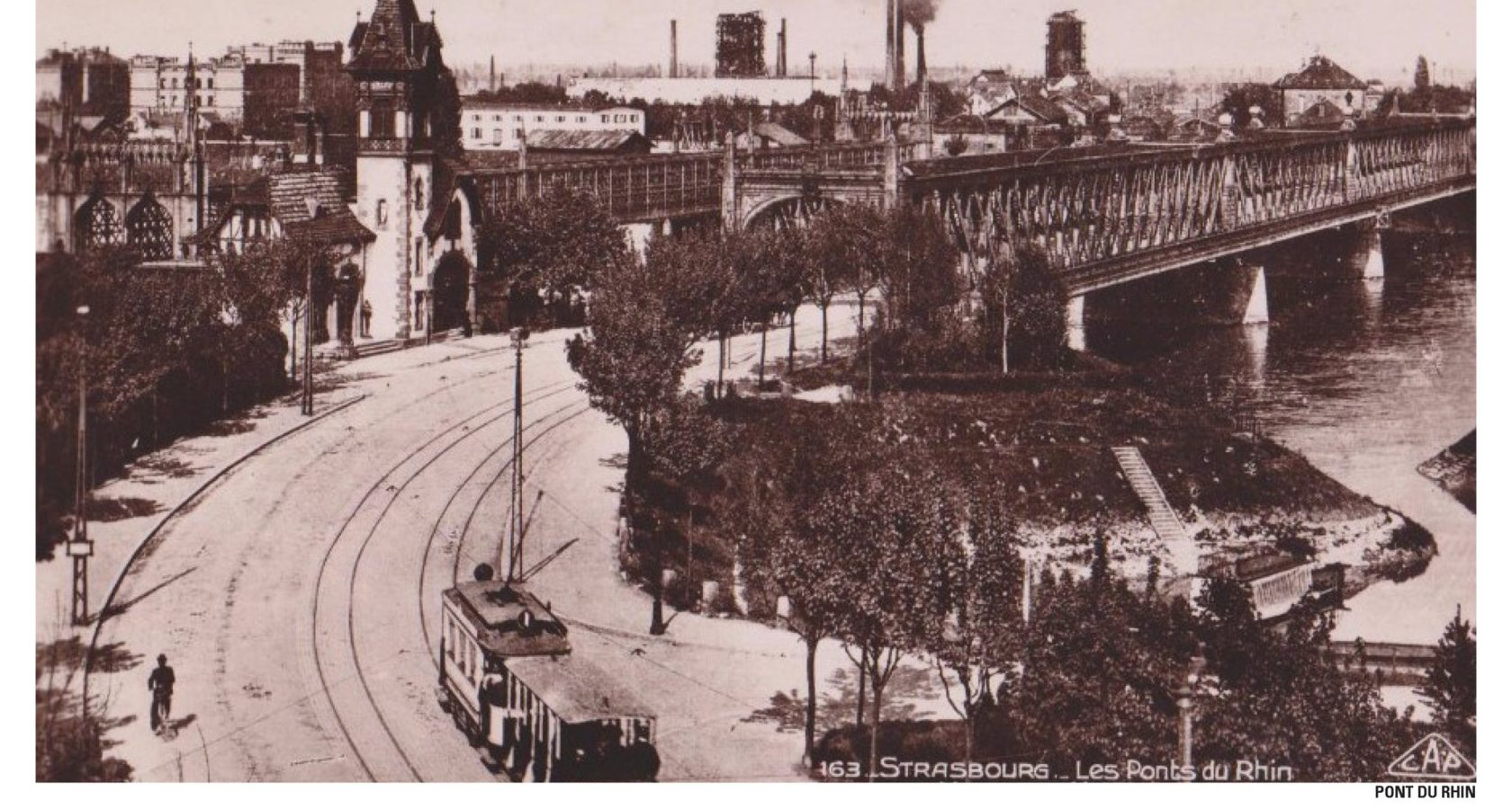 The City and the tram gradually return to the Rhine. Credit: Strasbourg City Archives