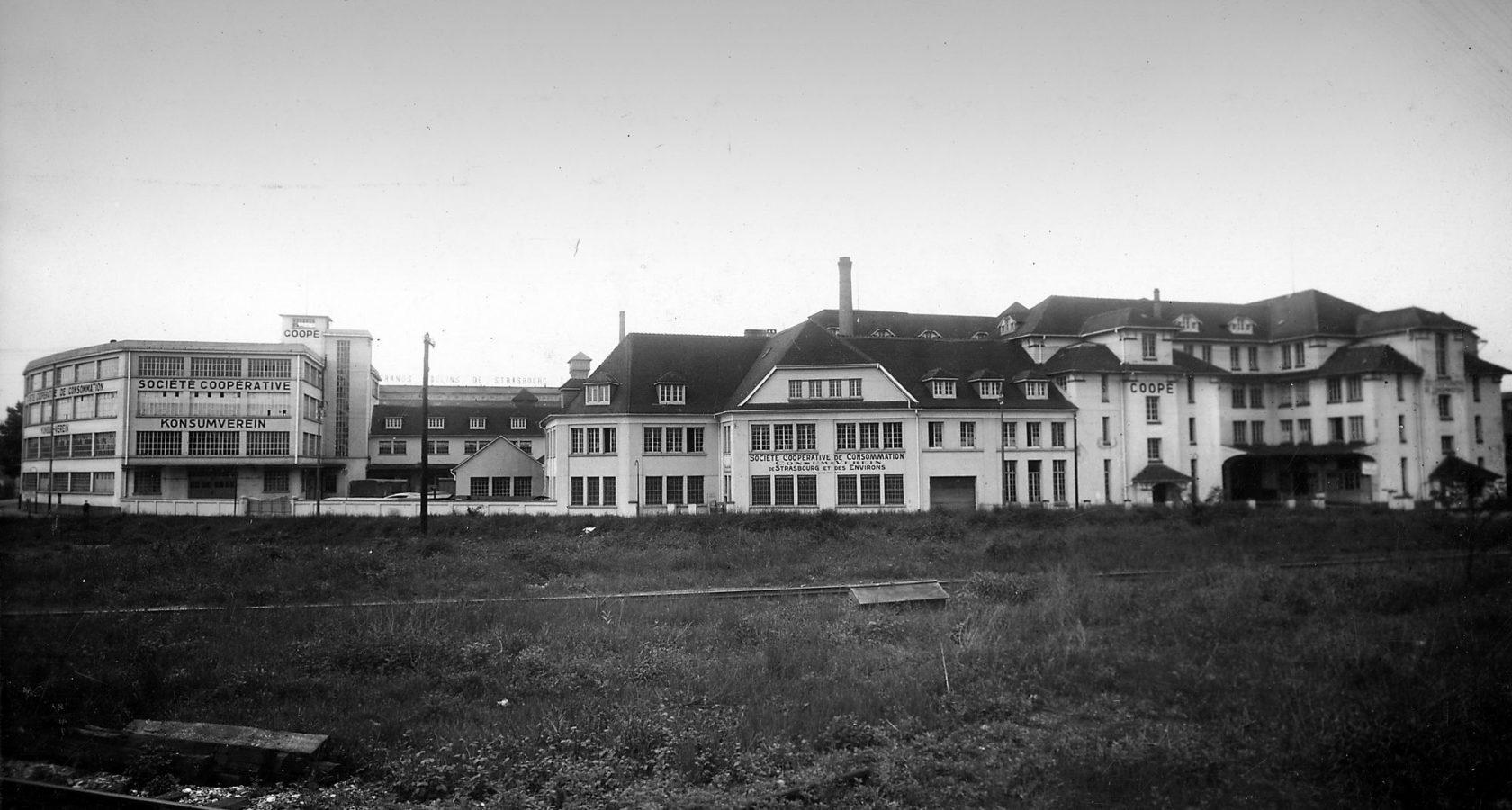 Historische Aufnahme der Coop-Gebäude.