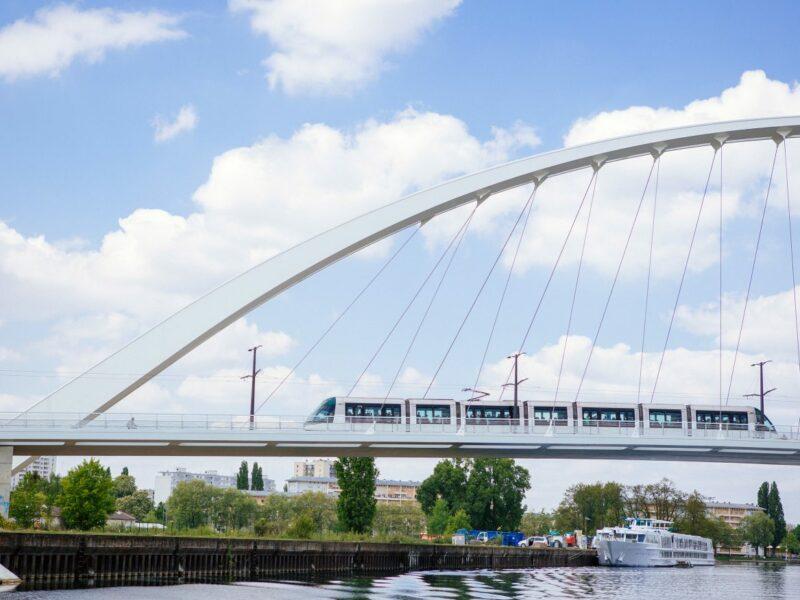 Le tramway enjambe le pont de la Citadelle - © Vincent Muller - SPL Deux Rives